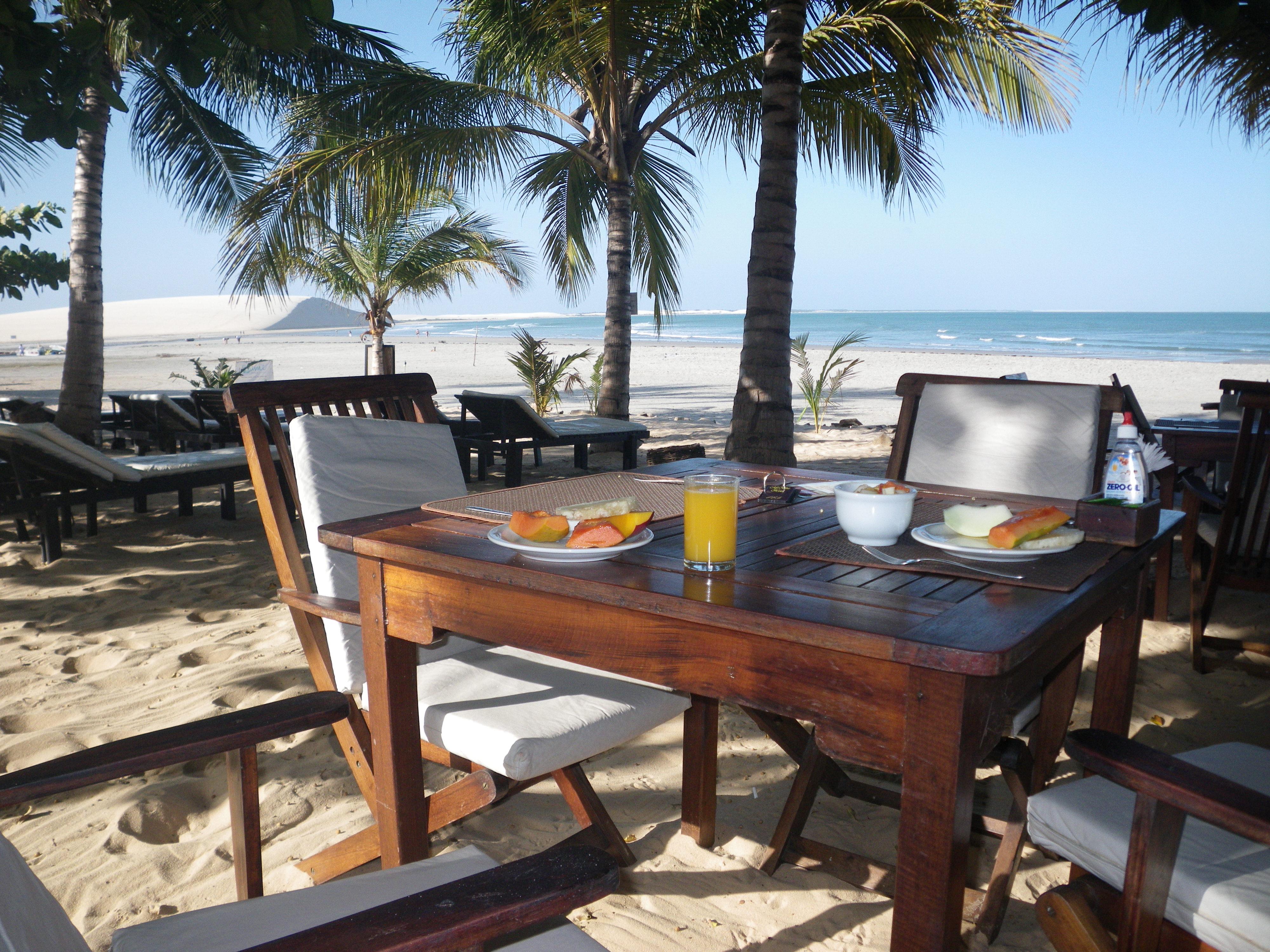 Tisch am Strand